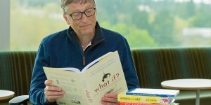 bill gates reading a book
